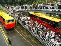 Bus TransJ Tak Kunjung Datang, Penumpang Gedor-gedor Pintu Halte Harmoni